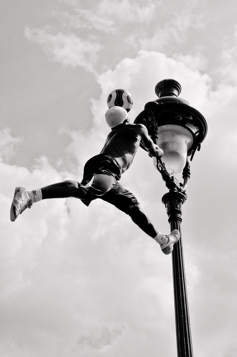 Iya Traore at Sacre-Coeur, Paris, Photo: Stephan Redel