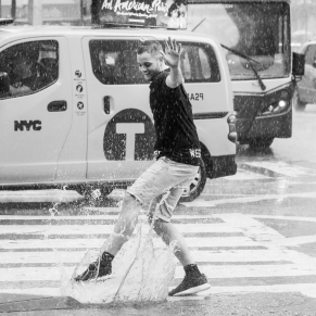 Dancing in the rain, New York